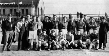 UBC varsity soccer team (1942) – Fred Sasaki, 3rd from right front row Photo : UBC A.M.S./University Archives, Totem (1942)